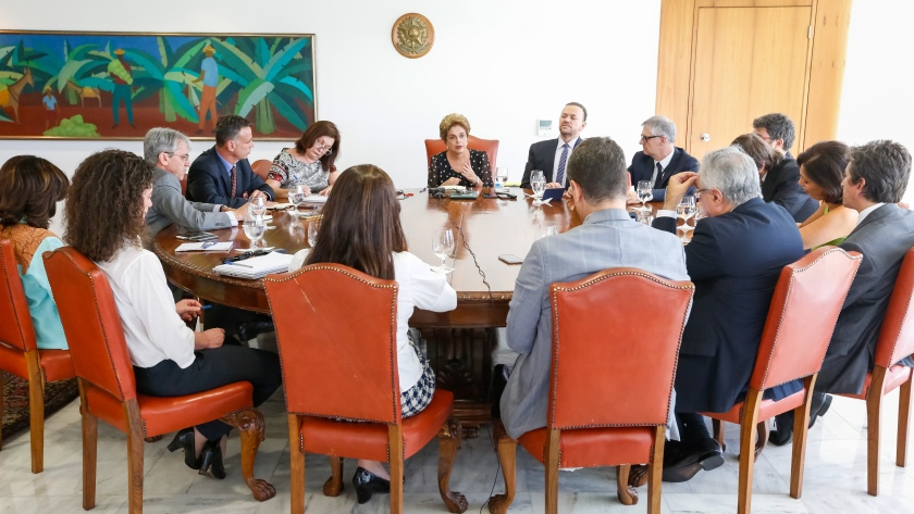 Presidenta Dilma Rousseff e jornalistas na entrevista coletiva desta quarta, 13 de abril de 2016 - Foto: Roberto Stuckert Filho/PR