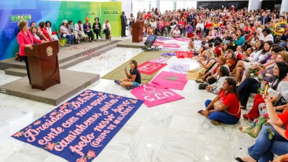 Mulheres com Dilma e Pela Democracia