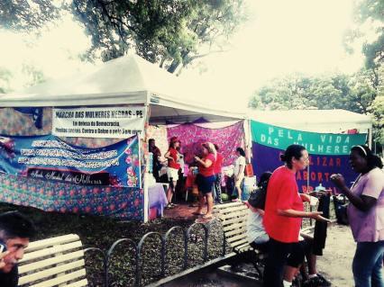Tenda das Mulheres no acampto pela demlcracia Recife