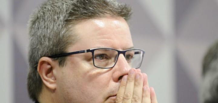 Anastasia: o que valeu para ele, 50 vezes, no governo de Minas, não vale para a presidenta Dilma - Foto capturada no Tijolaço