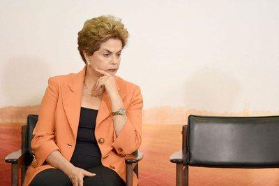A presidenta, acuada, resiste- Foto: Evaristo Sa/AFP