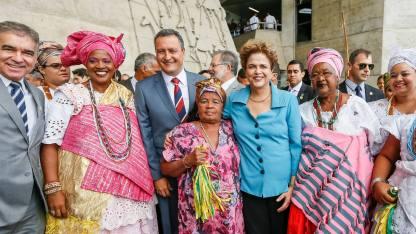 Em Salvador-BA, carinho, cidadania e axé