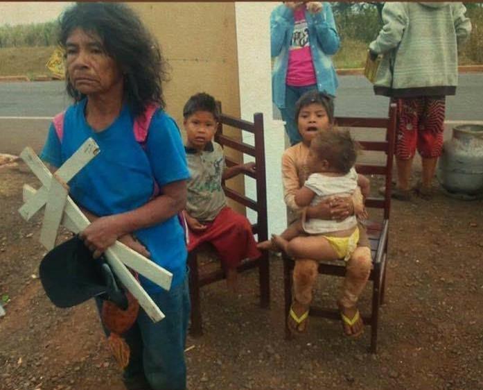 despejo indigenas guarani kaiowa_cacique Damiama e crianças_JL_n