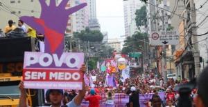 A Frente Povo Sem Medo é boa de luta. Nesta foto, mobilização #ForaCunha, em São Paulo - Foto capturada no portal Vemelho