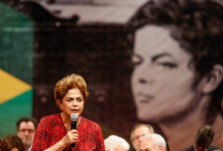 Dilma, ontem e hoje, alvo dos carrascos da Democracia - Foto: Roberto Stuckert Filho/PR