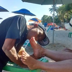 Edmar, relações públicas da praia, às vezes se atreve ... - Foto: SEsteliam