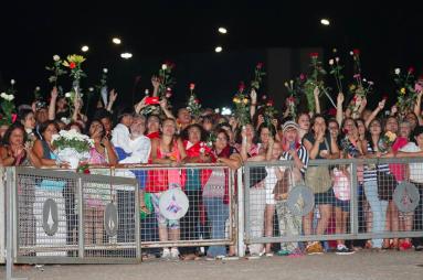 O povo com flores pra Dilnma_Jornalistas Livres_n