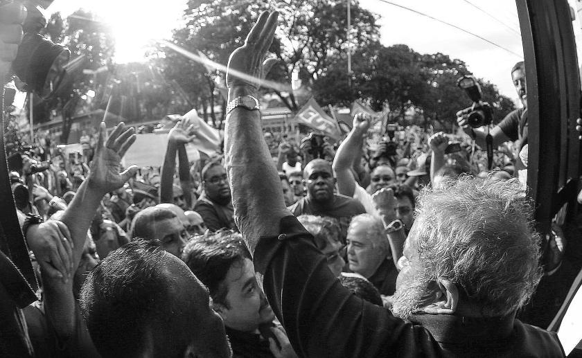 Depois do sequestro pela República de Curitiba, Lula é acolhido pelo povo na volta para casa, em São Bernardo do Campo- SP- Brasil: 04/03/2016 - Foto: Ricardo Stuckert/ Instituto Lula