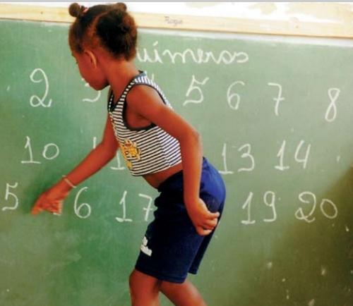 As crianças, meninas principalmente, são as vítimas da miopia do desgoverno - Foto capturada na rede, sem crédito