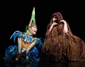 Papageno e a velhas senhora na ópera Flauta Mágica, de Mozart