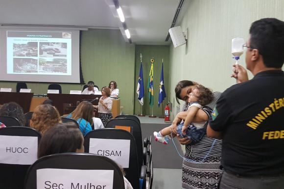 Famílias estiveram em audiência pública feita pelo Ministério Público Federal para discutir políticas públicas relacionadas à epidemia do Zika Vírus e a Síndrome Congênita do ZikaSumaia Vilela/ Agência Brasil