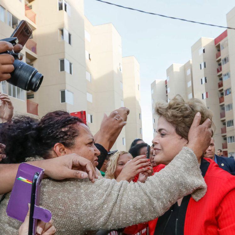 A presidenta Dilma em visita ao condomínio João Cândido, Taboão da Serra, SP