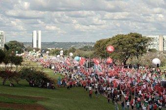 A multidão rumo ao Congresso