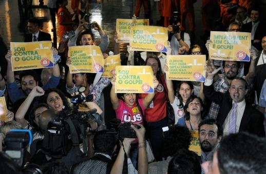 28/03/2016- Brasília- DF, Brasil- Manifestantes contra e pró-governo, protestam no salão verde Data: 28/03/2016. Foto: Luis Macedo/ Câmara dos Deputados