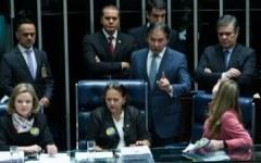 Senadoras ocupam mesa_Lula Marques_AGPT