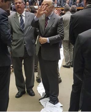 Serra pisa no abaixo-assinado contra a reforma da previdencia_Ivan Valente