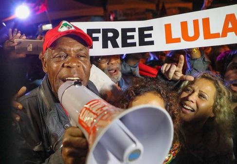 """Glover puxou o """"boa-noite, presidente Lula"""", em português. - Fotow: Ricardo Stickert"""