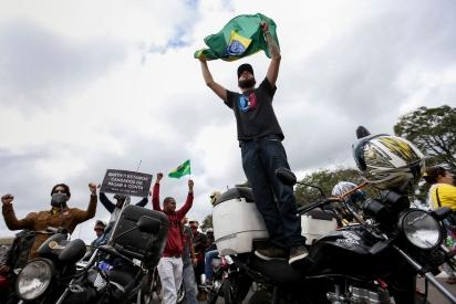 Motoboys na Esplanada dos Ministérios, em apoio à greve dos caminhoneiros e pela redução dos combustíveis - Foto: Marcelo Casal/AgBrasil