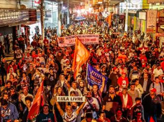 Trabalhadores nas ruas de São Bernardo na noite do dia 07 de maio, em apoio a Lula Livre