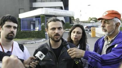 Juan Grabois em entrevista em frente à sede da PF em Curitiba - Foto: Joka Madruga/Agência PT