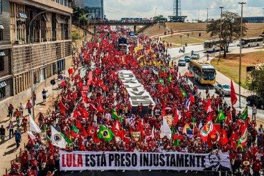 A Marcha no Eixo Monumental, rumo à Esplanada - Foto: Peu Andrade