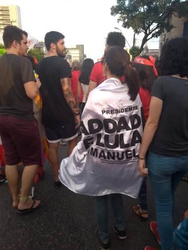 Bandeira na passeata no Recife, no sábado, 20 - Fotos: SEsteliam