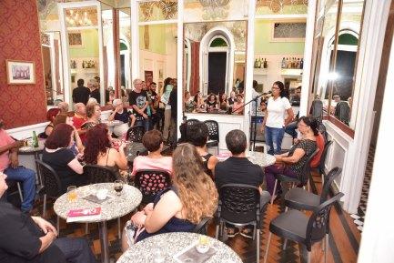 Ana Veloso vai levar o debate do livro para seus alunos de Jornalismo na UFPE - Beto Oliveira