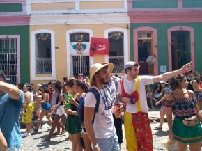 Foliões e Lula livre