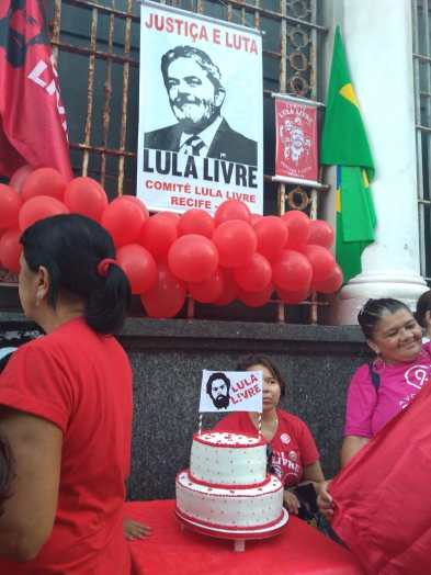 O bolo Lula Livre - Recife