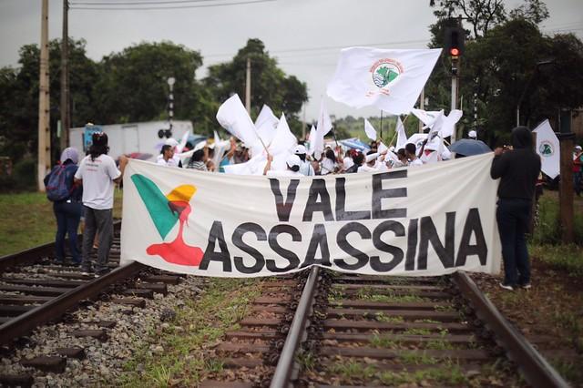 Bloqueio da ferrovia da Vale em Martinho Camços - Foto:Joka Madruga/MAB