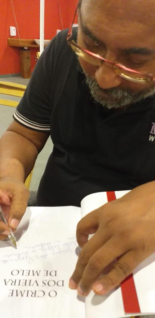 Liba autografa O crime dos Vieira de Melo
